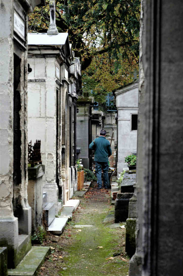 Montmartre Cemetery - Free, Unusual Things to do in Paris | Urban Mishmash